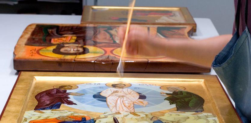 Lavorazione delle icone dipinte di Bose