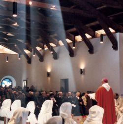 p. Massimo Giustetti presiede l'eucaristia in occasione della benedizione della chiesa monastica di Bose