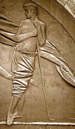 Porta della pace - bronzo -  particolare dell'uomo in piedi
