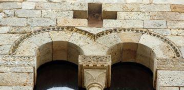 Pieve di Cellole (San Gimignano), particolare della facciata