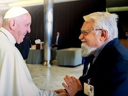Papa Francesco e fr. Enzo al Sinodo