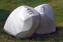 BRUNO MARTINAZZI, Epiclesi ,1999 - mármore branco de Carrara - cm 70x127x60