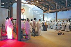 la comunità réunie pour la prière