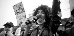 La popolazione di Manchester forza il confinamento per unirsi alle proteste globali di Black Lives Matter. Photo by Sushil Nash on Unsplash
