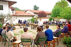 a comunidade reunida para a festa de S.Pacómio, Maio de 2006