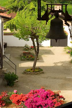 "the bell ""D. Bonnhoffer"" in the community courtyard"