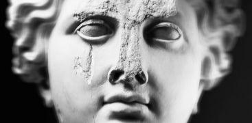 Mimmo Jodice, Venere di Baia (particolare), stampa carbone su carta cotone, 1986.