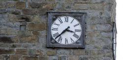 L'orologio della Chiesa di Amatrice fermo all'orario del sisma