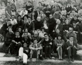 Don Emilio tra studenti e professori del Liceo Virgilio di Roma