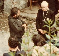 Il Priore Enzo Bianchi e Il Cardinale Michele Pellegrino in una delle sue visite a Bose