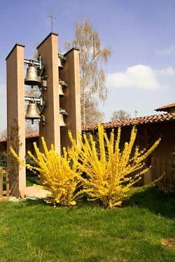 Bose, campanario del monasterio