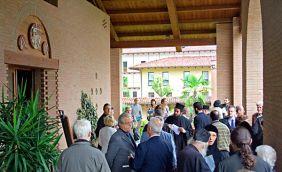 I partecipanti al convegno nel nartece della chiesa monastica di Bose