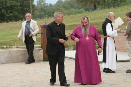 il nunzio Antonio Mennini, rappresentante della Santa Sede presso la Federazione Russa e l'arcivescovo ortodosso russo Zosima di Elista e Kalmykija