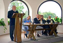 il priore Enzo Bianchi durante le conclusioni del convegno