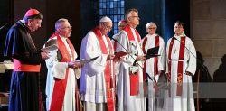 Papa Francesco partecipa alla preghiera ecumenica nella cattedrale di Lund in Svezia il 31 ottobre 2016.