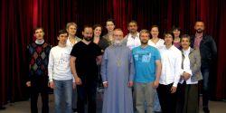 padre Georgij Kočetkov con il gruppo di giovani ortodossi